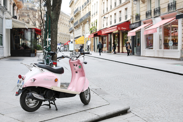 cute-pink-vespa