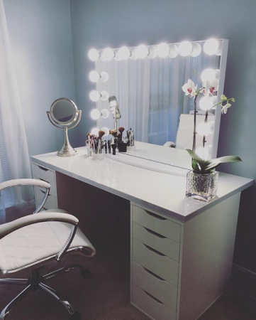 Oh you fancy. With a mirror like that, you'll totally apply makeup like a pro. No more tan face, white neck incidents. Thank heavens. @impressionsvanity Cost: $220-$650